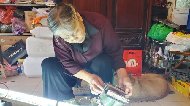Người phụ nữ 72 tuổi sửa chữa ô tô: 50 năm gắn bó bởi tình yêu nghề - 9