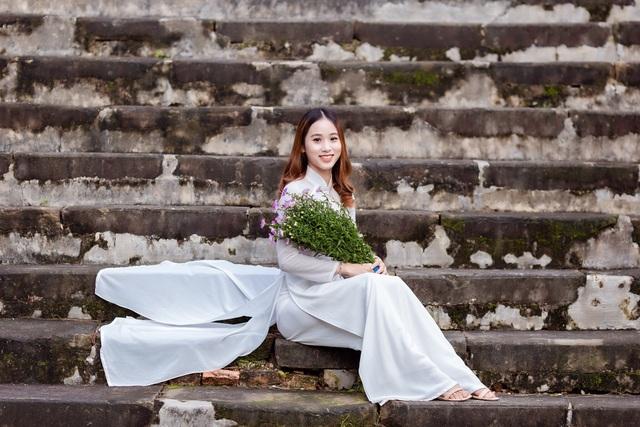 Nét đẹp nữ sinh Huế trong tà áo dài dịp Quốc tế Phụ nữ - 6