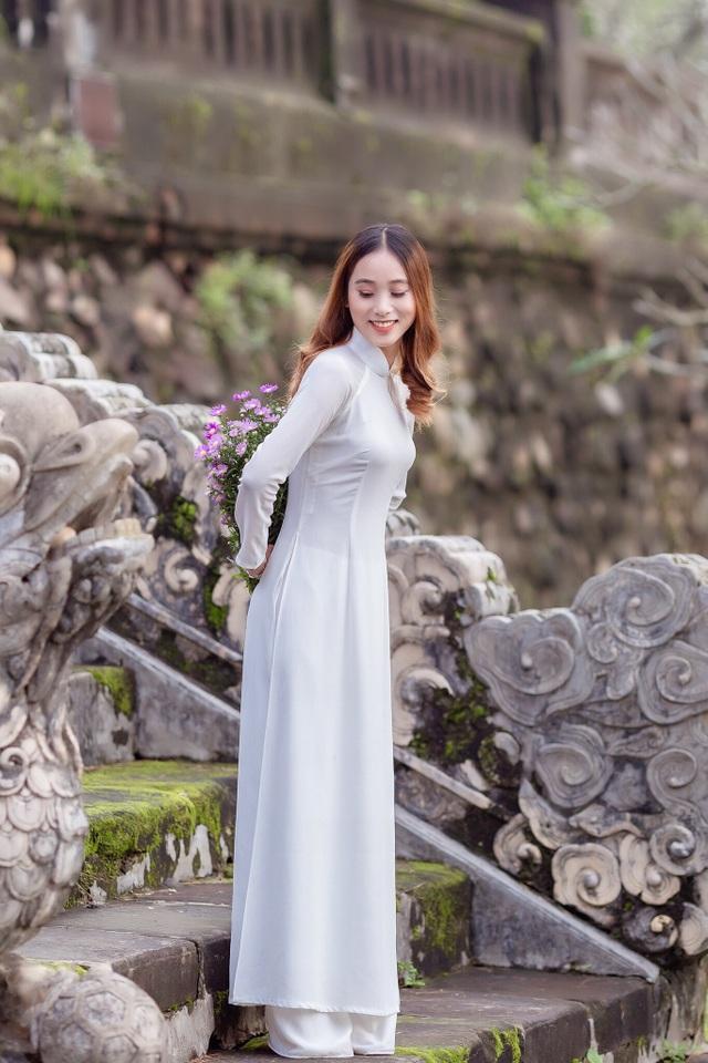Nét đẹp nữ sinh Huế trong tà áo dài dịp Quốc tế Phụ nữ - 9