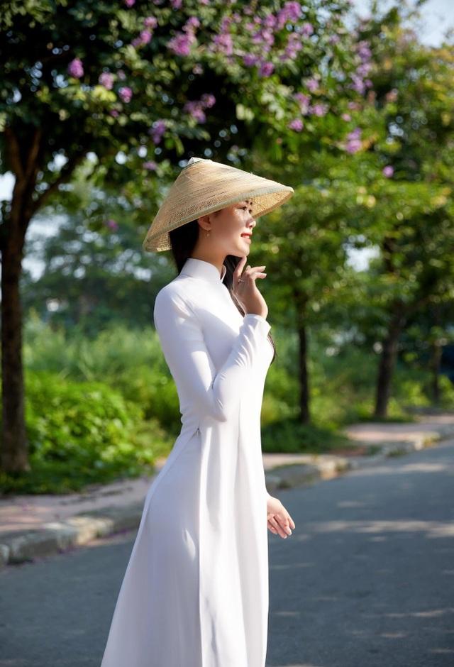 Nét đẹp nữ sinh Huế trong tà áo dài dịp Quốc tế Phụ nữ - 11
