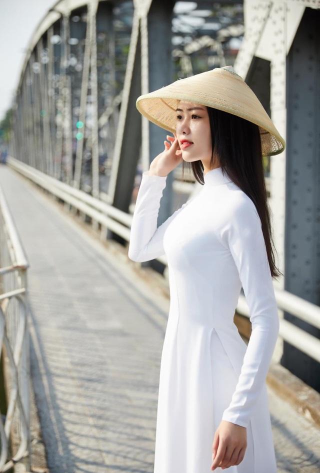Nét đẹp nữ sinh Huế trong tà áo dài dịp Quốc tế Phụ nữ - 12