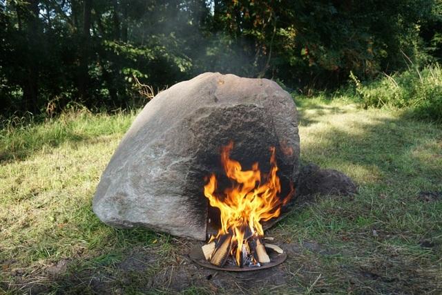 Kỳ lạ tảng đá bị đốt nóng lại phát sóng wifi - 1