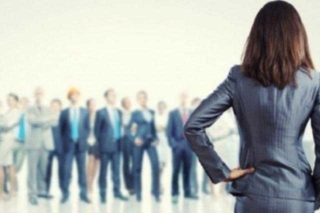 Sếp nữ dễ bị soi, nỗ lực vượt khó để được công nhận - 1