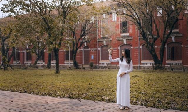 Nét đẹp nữ sinh Huế trong tà áo dài dịp Quốc tế Phụ nữ - 5