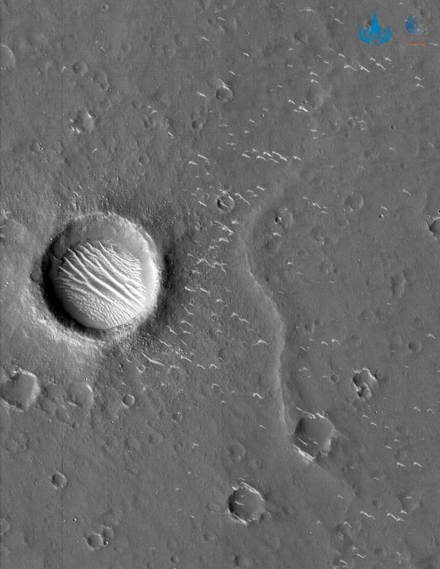 Trung Quốc công bố những hình ảnh mới về Sao Hỏa - 1