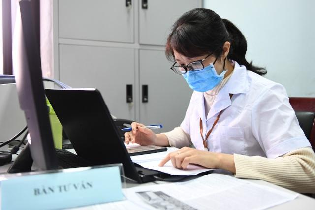 Nam tiếp viên hàng không đăng ký tiêm thử vắc xin Covid-19 - 7