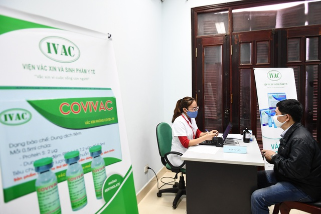 Nam tiếp viên hàng không đăng ký tiêm thử vắc xin Covid-19 - 3
