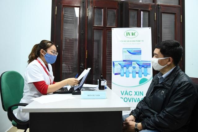 Nam tiếp viên hàng không đăng ký tiêm thử vắc xin Covid-19 - 4