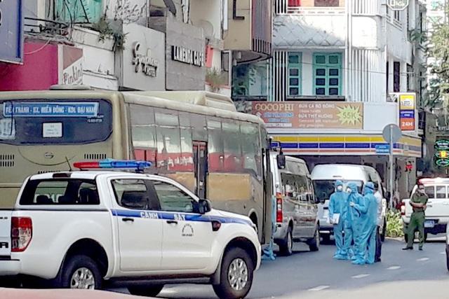 Đưa đi cách ly 35 người Trung Quốc nghi nhập cảnh trái phép vào TPHCM - 1