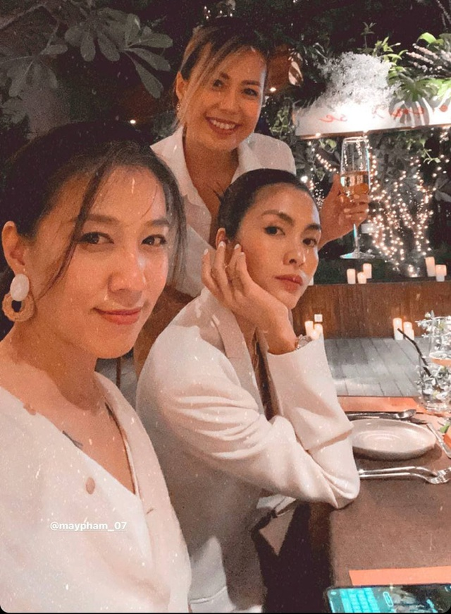 Đàm Thu Trang khoe quà 8/3 sớm của ông xã Quốc Cường - 3