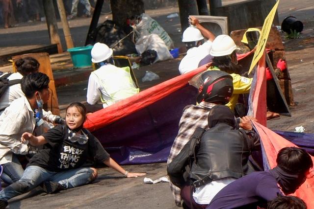Chính quyền Myanmar bị nghi khai quật mộ người biểu tình 19 tuổi - 3