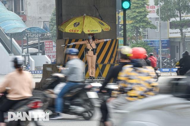 Một ngày của bông hồng thép Cảnh sát giao thông Hà Nội - 7