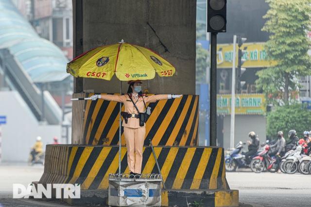Một ngày của bông hồng thép Cảnh sát giao thông Hà Nội - 4
