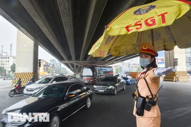 Một ngày của bông hồng thép Cảnh sát giao thông Hà Nội - 10