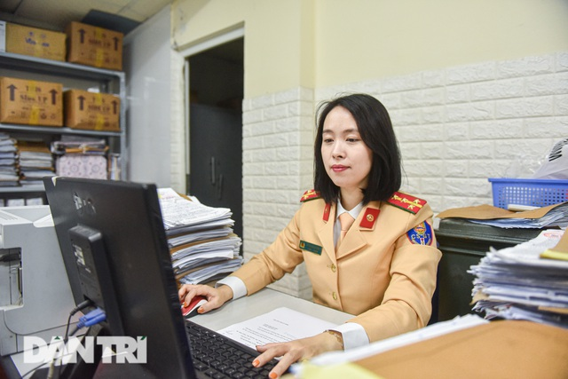 Một ngày của bông hồng thép Cảnh sát giao thông Hà Nội - 9
