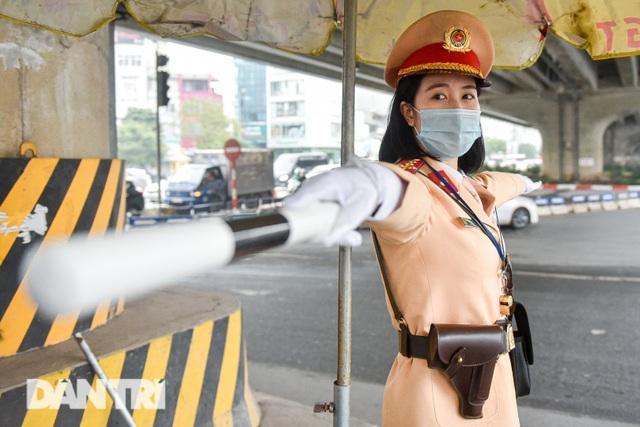 Một ngày của bông hồng thép Cảnh sát giao thông Hà Nội - 3