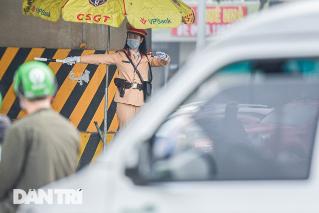 Một ngày của bông hồng thép Cảnh sát giao thông Hà Nội - 5