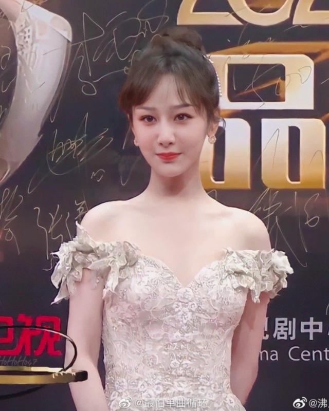 Dương Tử xinh đẹp tựa công chúa trên thảm đỏ