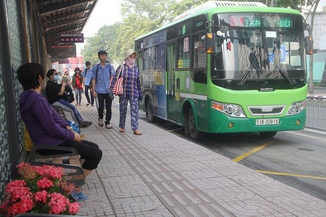 Tạm ngưng đấu giá quảng cáo trên xe buýt tại TPHCM - 2