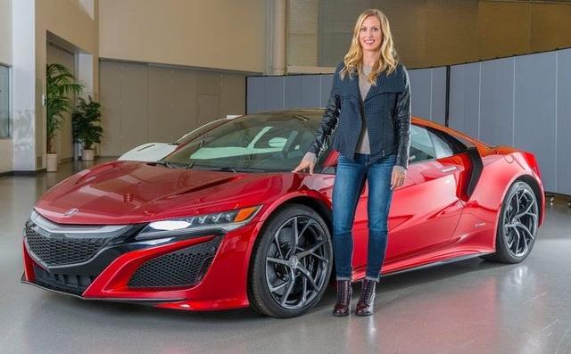 Những cực phẩm của phụ nữ trong thế giới xe hơi - 7