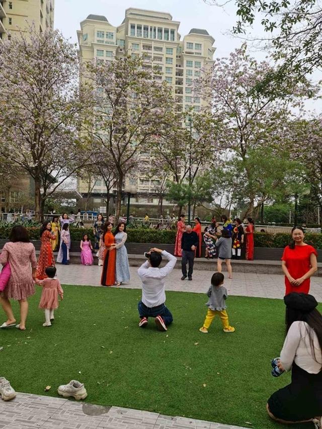 Hàng nghìn người tụ tập chụp ảnh hoa ban tại khu đô thị Nam Thăng Long - 7