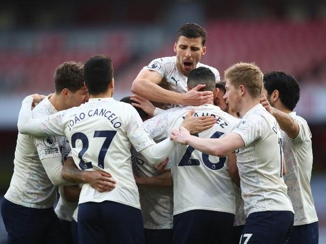 Man City - Man Utd: Kẻ rong chơi, người vất vả - 1