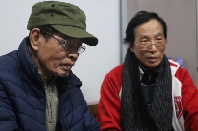 Hà Nội: Cụ ông 70 tuổi hơn 30 năm ôm đơn đi làm giấy tờ nhập hộ khẩu - 2