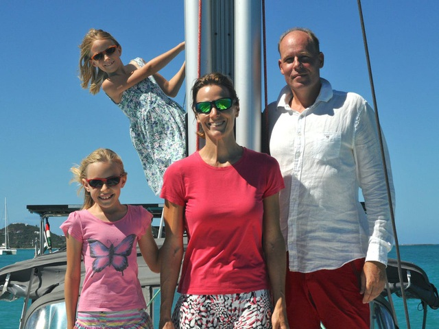 Gia đình bán hết gia tài mua thuyền, quyết lênh đênh du lịch trong 5 năm - 2