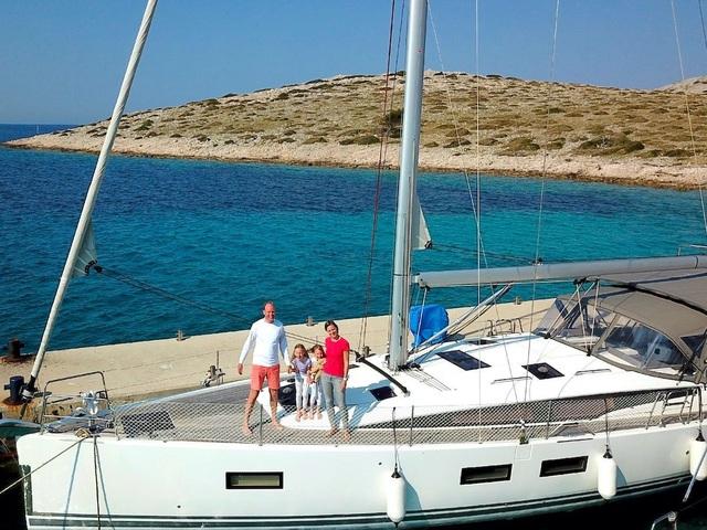 Gia đình bán hết gia tài mua thuyền, quyết lênh đênh du lịch trong 5 năm - 10