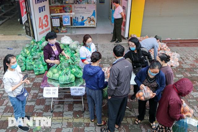 Phát miễn phí cam Hà Giang đến bệnh nhân, người lao động gặp khó khăn - 1