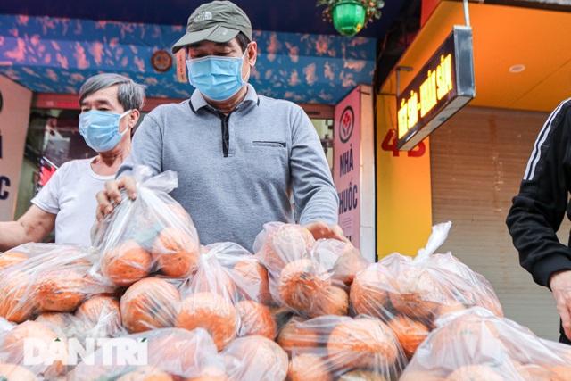 Phát miễn phí cam Hà Giang đến bệnh nhân, người lao động gặp khó khăn - 2