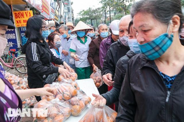 Phát miễn phí cam Hà Giang đến bệnh nhân, người lao động gặp khó khăn - 7