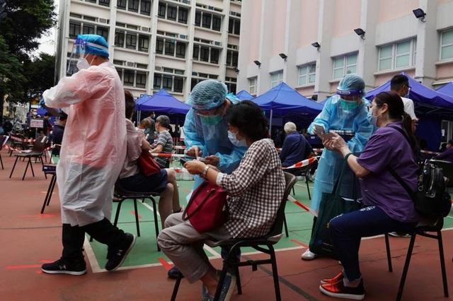 Thêm một ca tử vong tại Hong Kong sau khi tiêm vắc xin Covid-19 Trung Quốc - 1