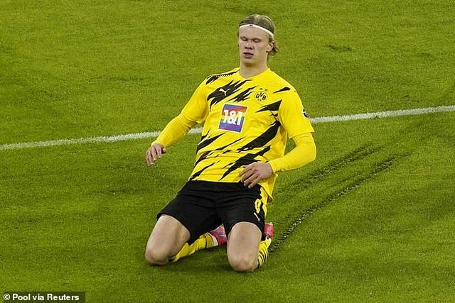 Lewandowski lập hat-trick, Bayern Munich ngược dòng đánh bại Dortmund - 2