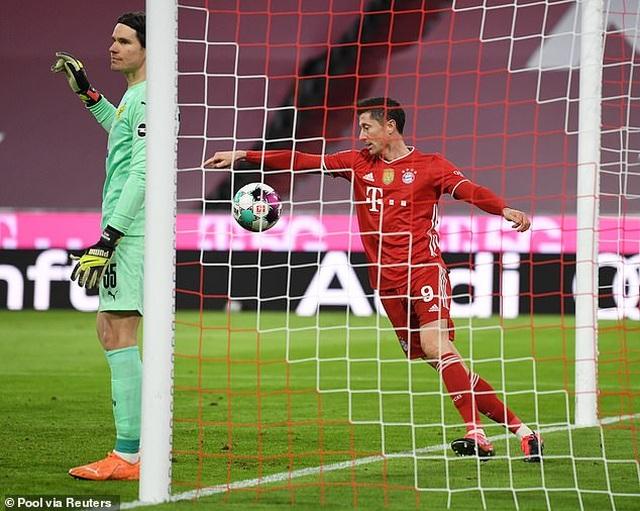 Lewandowski lập hat-trick, Bayern Munich ngược dòng đánh bại Dortmund - 3