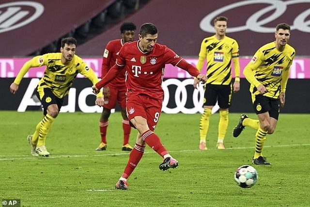 Lewandowski lập hat-trick, Bayern Munich ngược dòng đánh bại Dortmund - 5