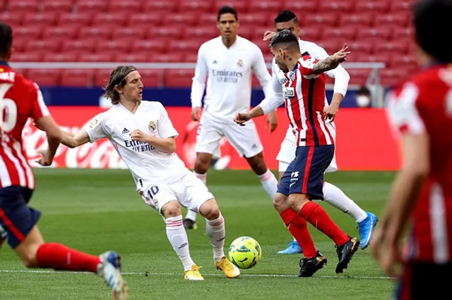 Luis Suarez ghi bàn, Atletico vẫn hòa tiếc nuối Real Madrid - 16