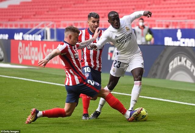 Những khoảnh khắc Real Madrid hút chết trên sân Atletico - 6