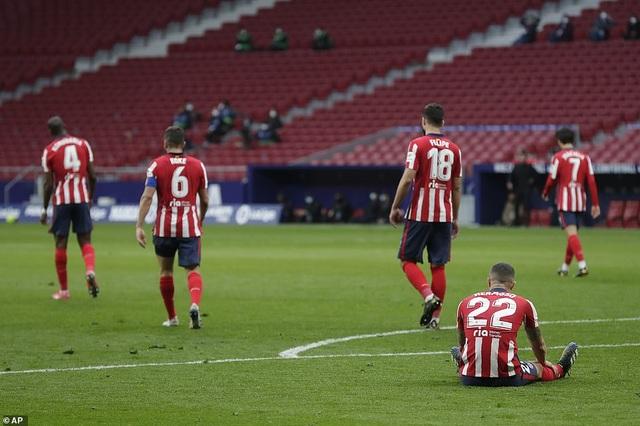Những khoảnh khắc Real Madrid hút chết trên sân Atletico - 11