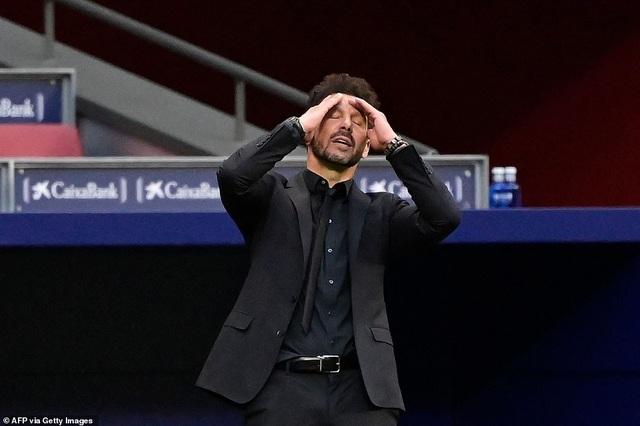 Những khoảnh khắc Real Madrid hút chết trên sân Atletico - 10