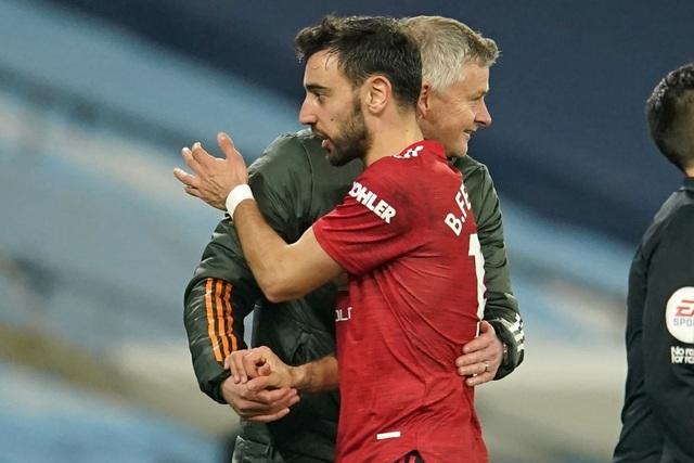 Man Utd chặt đứt mạch toàn thắng 21 trận của Man City - 19