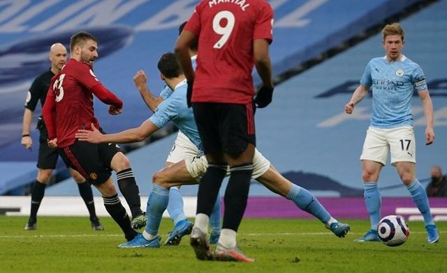 Man Utd chặt đứt mạch toàn thắng 21 trận của Man City - 9