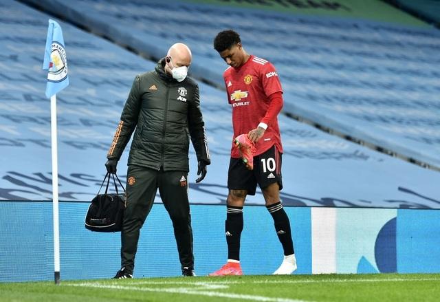 Man Utd chặt đứt mạch toàn thắng 21 trận của Man City - 13