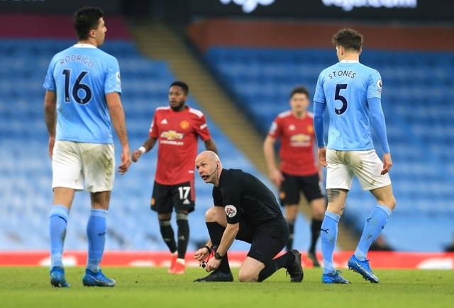 Man Utd chặt đứt mạch toàn thắng 21 trận của Man City - 16