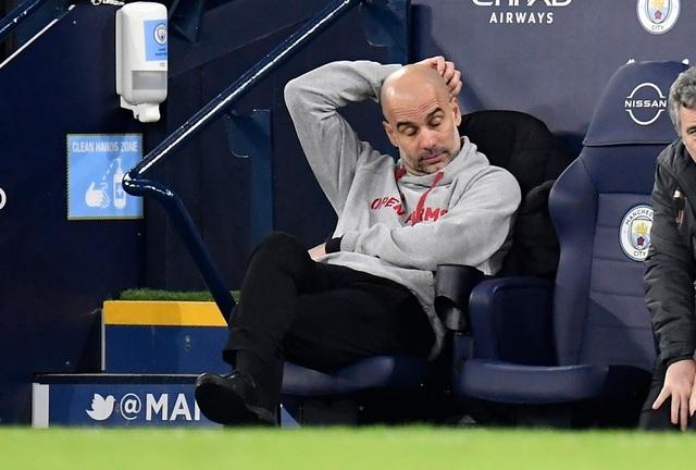 Man Utd chặt đứt mạch toàn thắng 21 trận của Man City - 17
