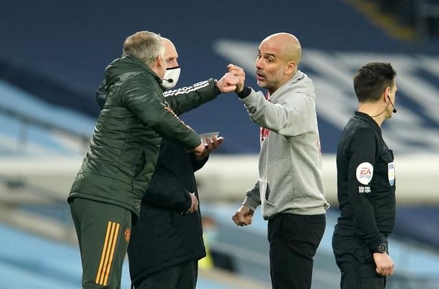 Man Utd chặt đứt mạch toàn thắng 21 trận của Man City - 15