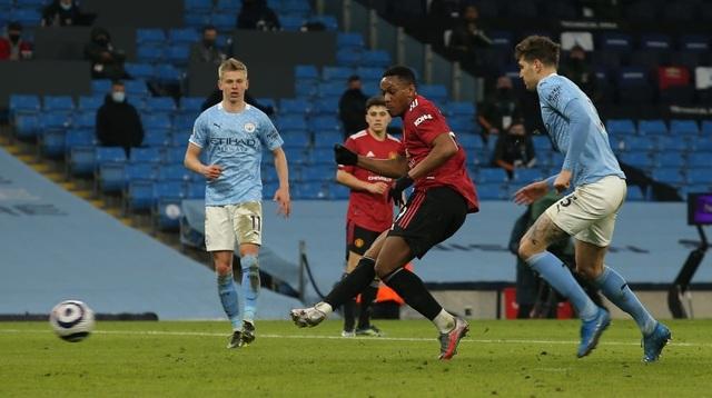 Man Utd chặt đứt mạch toàn thắng 21 trận của Man City - 11