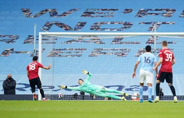 Man Utd chặt đứt mạch toàn thắng 21 trận của Man City - 4