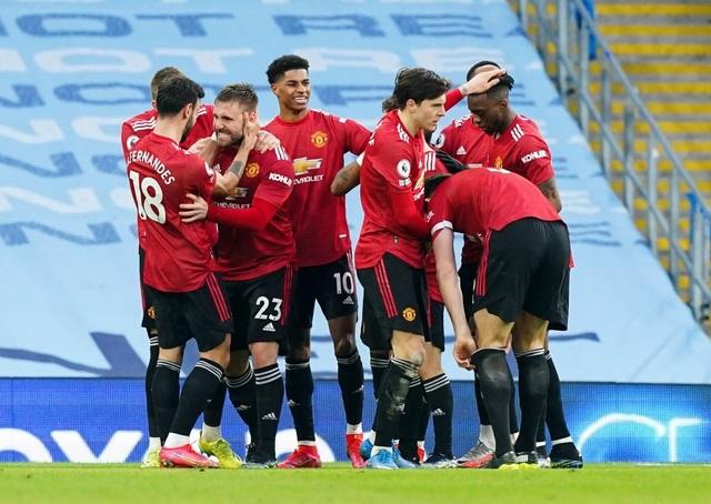 Man Utd chặt đứt mạch toàn thắng 21 trận của Man City - 10