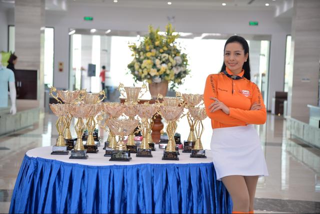 Hoa hậu Ngọc Hân rạng rỡ bên Hoa hậu Jennifer Phạm - 7